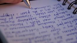 En hand som skriver