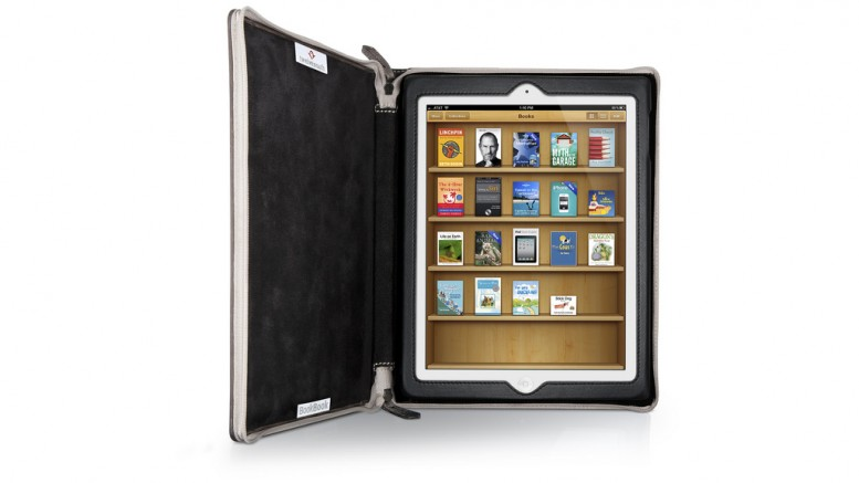 """TwelveSouth BookBook iPad Reading"" (CC BY-SA 2.0) by bdking323 on Flickr"