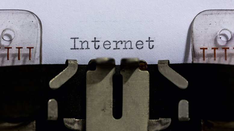 Ordet Internet skrivet på skrivmaskin