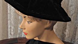 En svart hatt