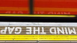"""Varning från tunnelbanan i London. """"Mind the Gap"""""""