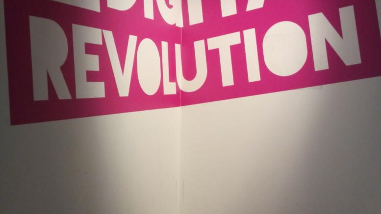 """Skylt med orden """"Digital revolution"""""""