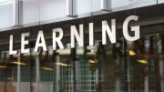 En skylt med ordet Learning på